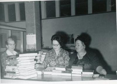 Mildred Lambly, unidentified, Anne Kent, Book exchange, Public Library Commission, Ft. St. John, BC, February 1960