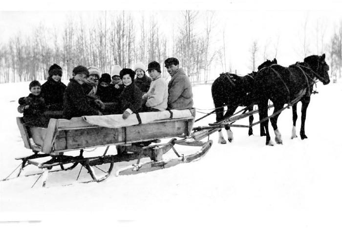 First Rolla School Bus, Clyde Miller, mason Miller, Newton Grimmett, Emmett Miller, Lester Miller, Ruth Grimmett, Mae Miller, Pearl, Nain & Erma Grimmett. 1917-1918